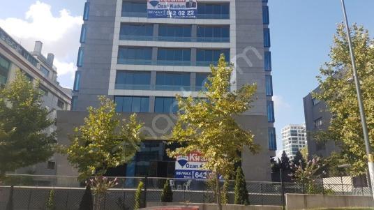Ümraniye Plazalar Bölgesinde 17500m2 A+ Kiralık Plaza