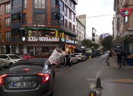 Laleli Caddesi'nde Mükemmel Konumda Kiralık Dükkan - Sokak Cadde Görünümü