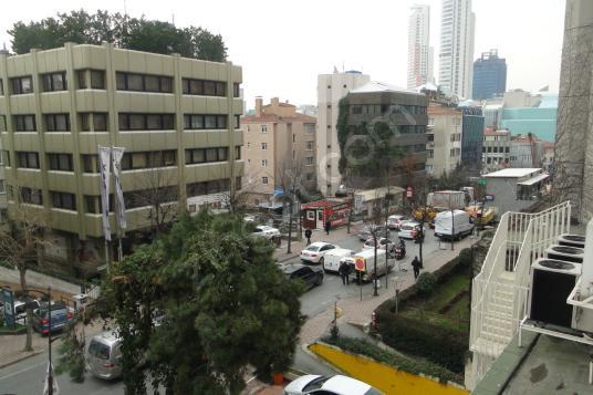 Mecidiyeköy Meydanda 2000 m² Satılık Ofis - Site İçi Görünüm