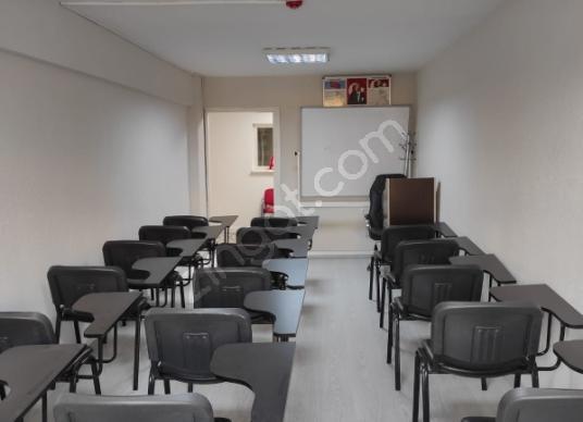 Zeytinburnu Veliefendi'de Satılık İşhanı Katı - Ofisi