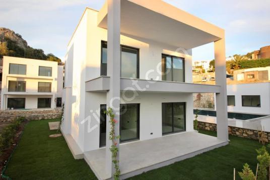 Bodrum Merkez'de Site İçi Yeni Dubleks&Tripleks Villa
