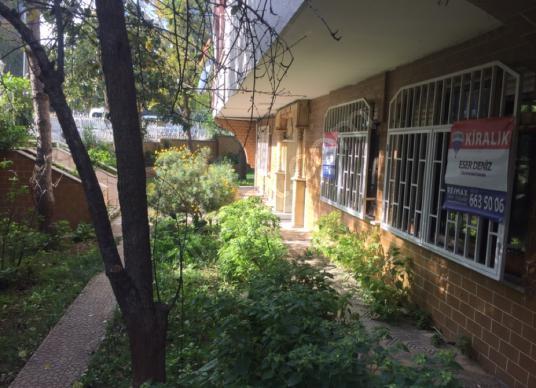 Yeşilköy de ebeveyn banyolu bahçe kullanımlı 3+1 kiralık daire - Bahçe
