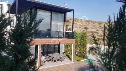 Bodrum Bitez'de Tam Müstakil Deniz Manzaralı Satılık 4+1 Villa