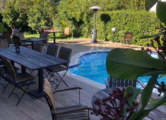 Girne Karaoğlanoğlunda Kiralık 5+2 Ticari Özellikli Villa - Yüzme Havuzu