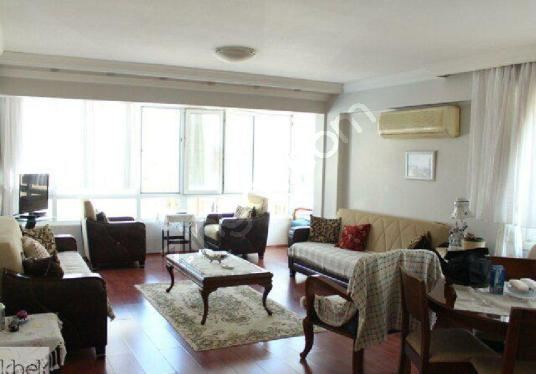 GÜZELBAHÇE'DE DENİZE SIFIR HAVUZLU SİTE 150 m2 3+1 FERAH DAİRE - Salon