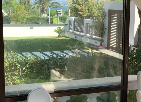 Çeşme Paşalimanında Deniz Manzaralı 325 Arsalı Satılık 4+1 Villa - Balkon - Teras