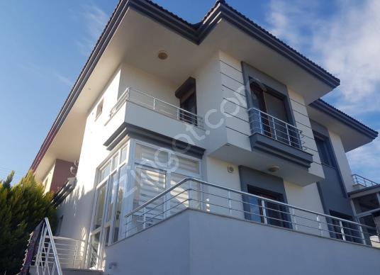 Çeşme'de Satılık 5+1 Satılık Triplex Villa - Dış Cephe