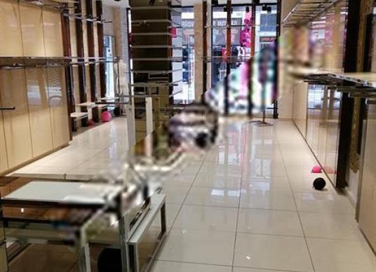 Karşıyaka Çarşıda Kiralık 120 m2 Dükkan
