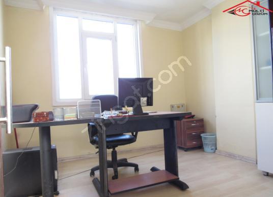 Yenibosna Zafer mahallesinde iş hanında kiralık eşyalı ofis büro