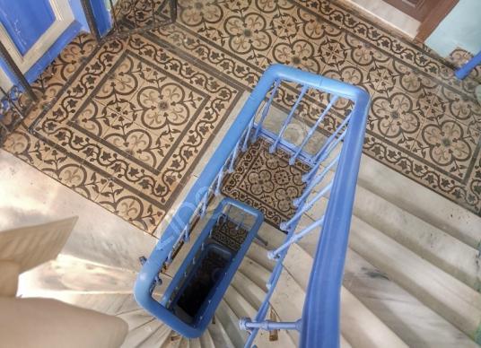 Beyoglu'nda Tarihi Bina da Ferah Yüksek Kira Getirili