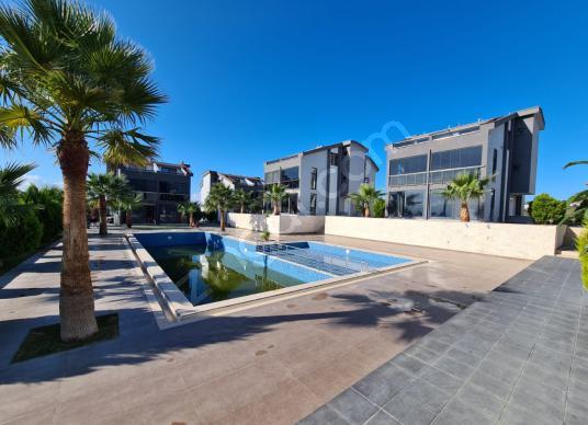 Didimde Satılık Havuzlu& Güvenlikli Sitede 4+1 Ayrı Mutfak Villa - Yüzme Havuzu