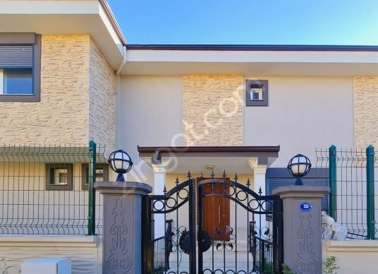 Seferihisar Merkez'de, Tam Müstakil 6+1 Satılık Muhteşem Villa - Dış Cephe