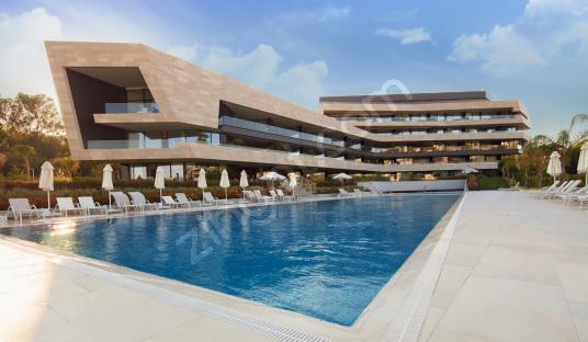 Çeşme Ardıç'ta, Folkart Blu Sitesinde Teraslı 1+1 REZERVE'den - Yüzme Havuzu