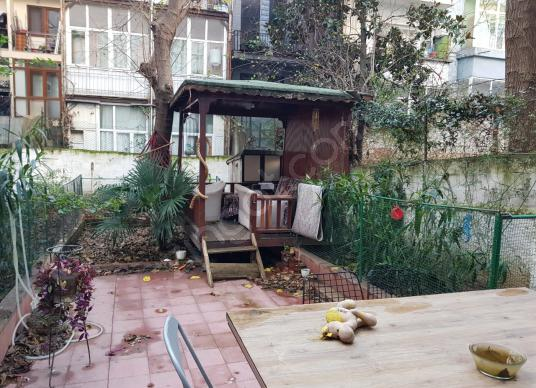 Şişli Oktay Cebeci Sokak'ta 2+1 80 m2 Kombili Bahçe Katı