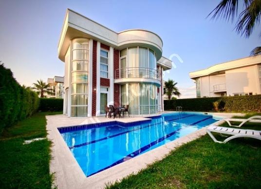 BELEKTE KİRALIK EŞYALI 5+1 LÜKS VİLLA - Yüzme Havuzu