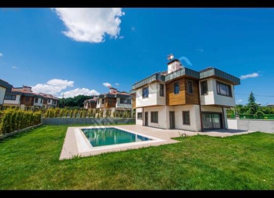 Göktürk Davutpaşa'da Foresta Country'de satılık6+2Müstakil Villa