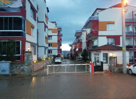 BAŞİSKELE'DE  YATIRIMLIK 2+1 DUBLEX SATILIK DAİRE - Sokak Cadde Görünümü