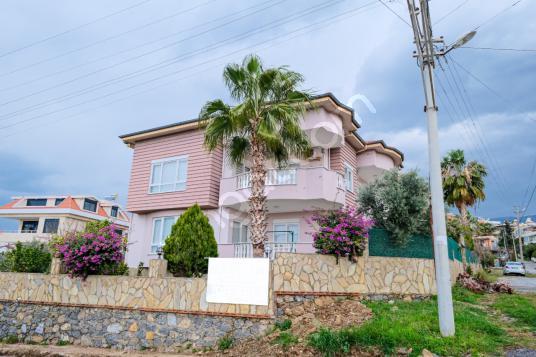 Alanya Demirtaş'da 5+1 Satılık Triplex Villa!