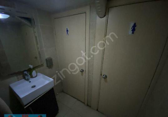 İnönü Cd Ara Sokağı İzmirSpor Kulüp Binası Karşısında Hazır Kafe - Tuvalet