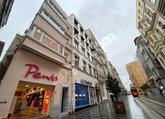 İSTİKLAL CADDESİ ÜZERİNDE 4+1 Balkonlu Ofis Katı 150m2 - Sokak Cadde Görünümü