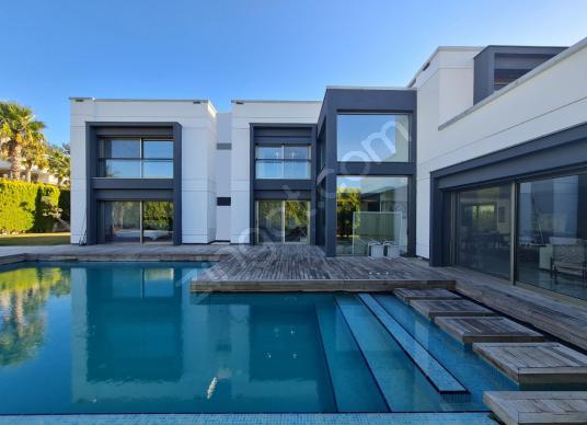 Urla Kekliktepe'de Modern Villa REZERVE'den - Yüzme Havuzu