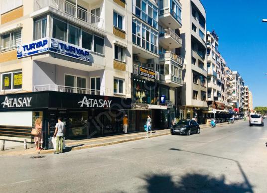 Bostanlı Cemal Gürsel Caddesinde Satılık Dükkan - Sokak Cadde Görünümü