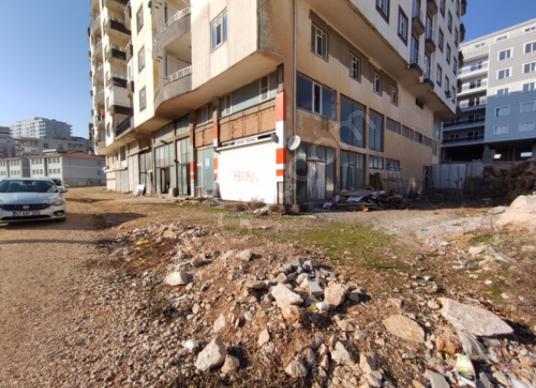Artuklu 13 Mart'ta Kiralık 2 katlı dükkan - Sokak Cadde Görünümü