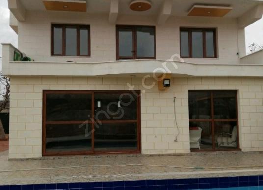 Şahinbey Sarısalkım'da Satılık Villa - Yüzme Havuzu