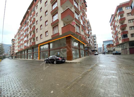 ARAKLI MERKEZDE SATILIK 450 m2 DÜKKAN İŞYERİ - Sokak Cadde Görünümü