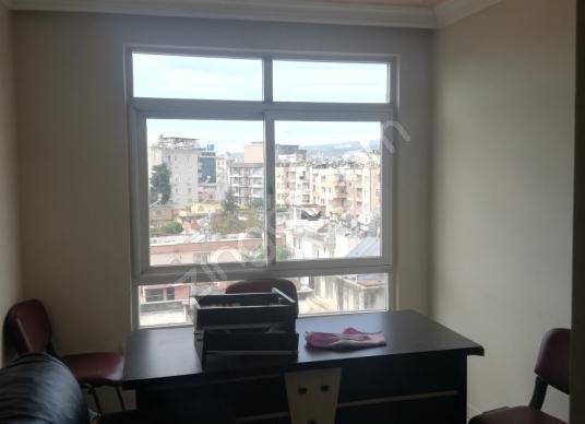 Akdeniz İhsaniye'de Kiralık İşhanı Katı - Ofisi - Salon