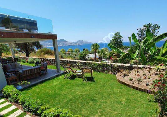 Yalıkavakta Plaja 100 mt Kiralık Tam Müstakil 5+2 Triplex Villa - Site İçi Görünüm