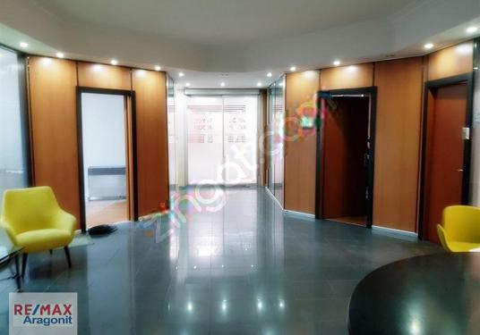 Altunizade Kiralık Ofis Katı Çok Prestijli Plaza Bol Otoparklı