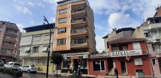 Alaşehir Atatürk Bulvarında Çift Cepheli Komple Bina