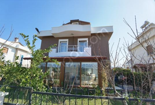 Urla Bademler Doğa Evleri Sitesinde Satılık Villa - Dış Cephe