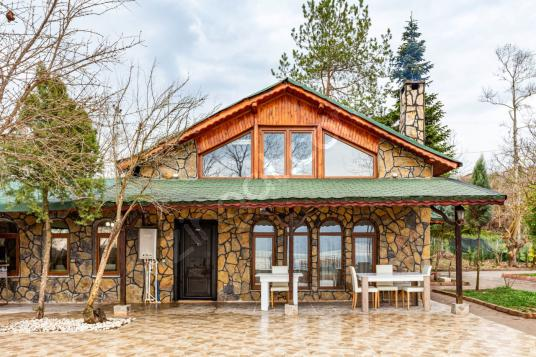 Serdivan'da Göl Kenarında Özel Havuzlu ve Bahçeli Villa - Dış Cephe