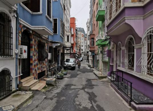 İpek Emlak'tan Tarlabaşı Bulvarın alt sokağı İşyeri/Ofis Kiralık - Sokak Cadde Görünümü