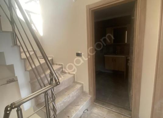 MANİSA SALİHLİDE SATILIK 225m2 TRİPLEX - Balkon - Teras