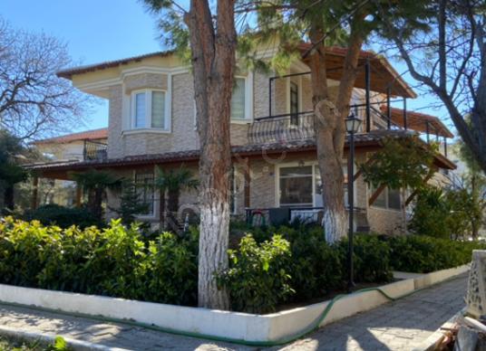Seferihisar Tepecik'te Satılık lüks ve büyük Villa - Dış Cephe