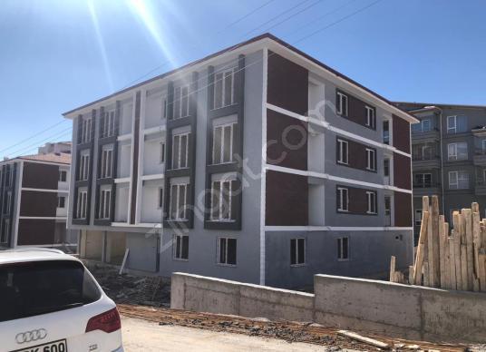 KÜTAHYA ÜNİVERSİTESİ KARŞISINDA KOMPLE SATILIK BİNA - Açık Otopark