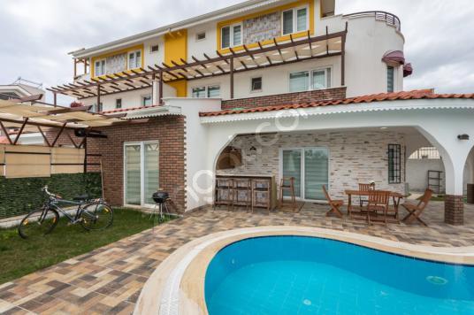 Antalya'da Özel Havuzlu Görkemli Muhafazakar Villa - Yüzme Havuzu