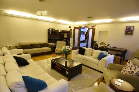 İnönü Caddesi TİBAŞ SİTESİ Şık 4+1 156 m2 - Salon