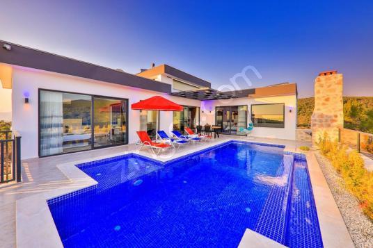 150 square meters 2+1 bedrooms Villa For Sale in Kaş, Antalya - Yüzme Havuzu