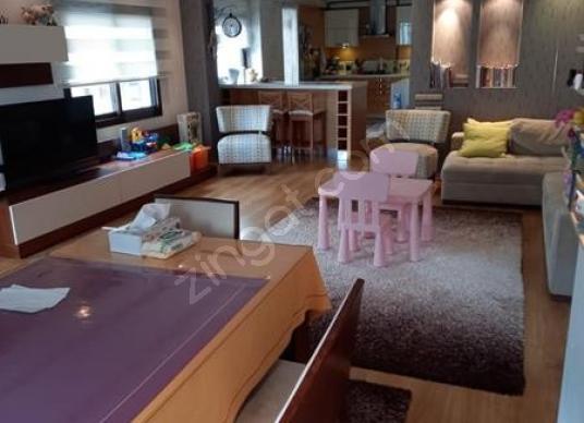 Karşıyaka Bostanlı Vilayet Evi Yakını Tadilatlı 3+1 Satılık - Salon