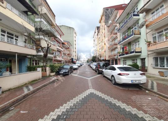 İZMİT BULVARDA EŞYALI KİRALIK DAİRE - Sokak Cadde Görünümü