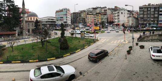 MEYDANDA SATILIK OFİS/BÜRO HACIKASIM KAVŞAĞINDA