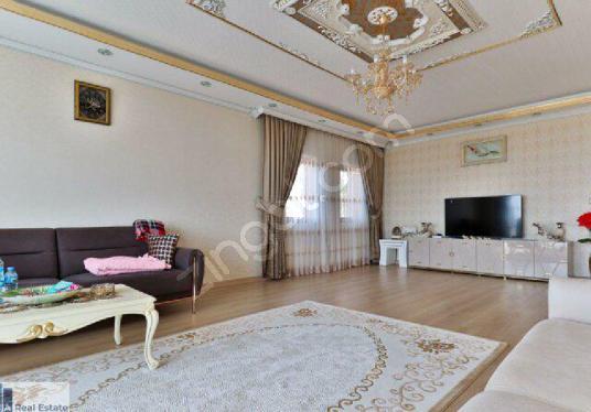 Beykent'de Kiralık Villa Muhteşem Deniz ve Göl Manzaralı Havuzlu - Salon