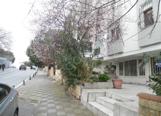 Acıbadem Koşuyolu caddesi üzerinde 140  m2 Satılık Dükkan&Mağaza - Bahçe