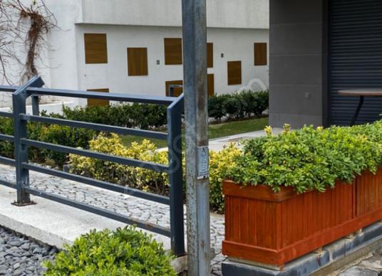 Çeşme Musalla'da Yillik Kiralık Rezidans - Bahçe