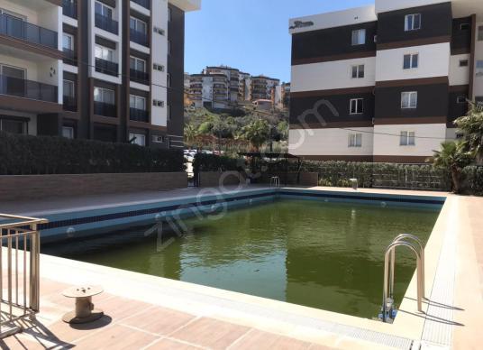 Kuşadası Merkeze Yakın Havuzlu Güvenlikli Site1+1 Eşyalı Satılık - Yüzme Havuzu