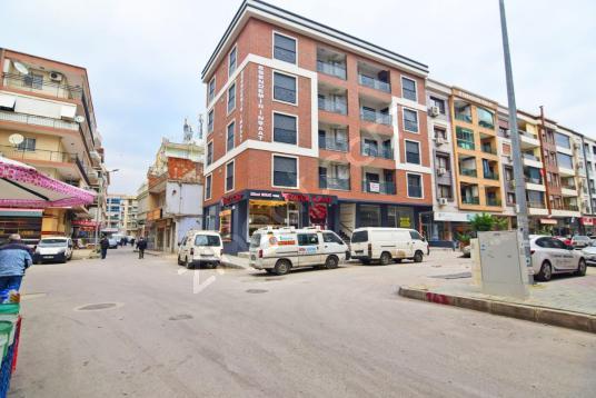 Karşıyaka Şemikler Çarşısında Kiralık Perguleli Bacalı Dükkan